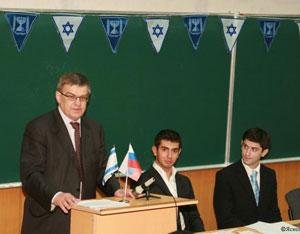 Проректор В.П.Воробьев  выступает на первом организационном собрании Союза