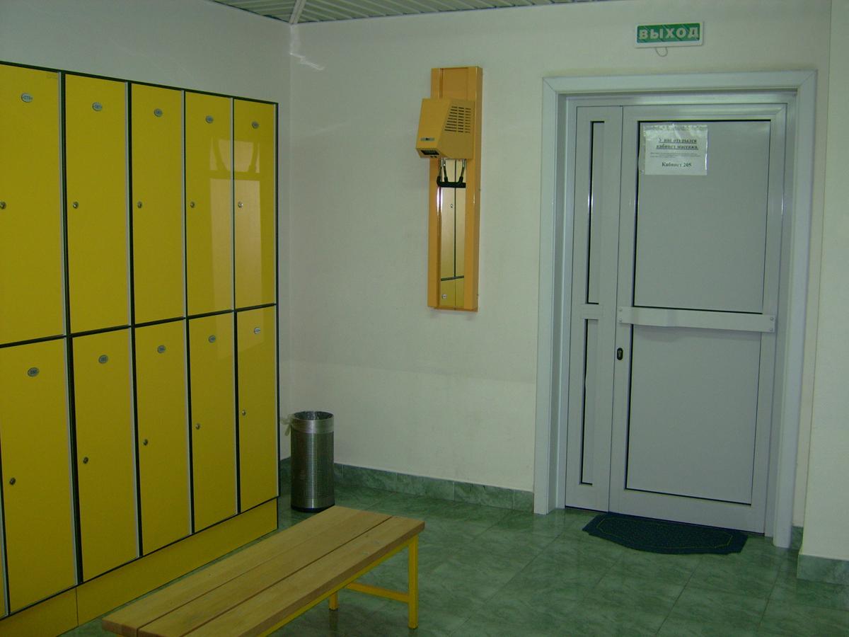 razdevalka-zhenskaya-v-basseyne
