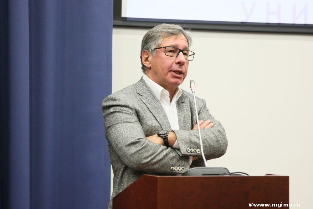 П.О.Авен открыл цикл лекций кафедры предпринимательства икорпоративного управления