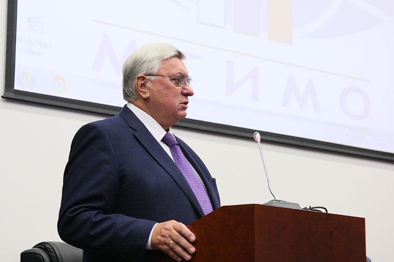 Ректор А.В.Торкунов прочитал лекцию первокурсникам