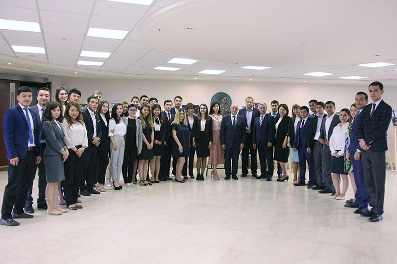 Заместитель министра иностранных дел Узбекистана А.А.Абдувахитов вМГИМО. Церемония закрытия Летней школы