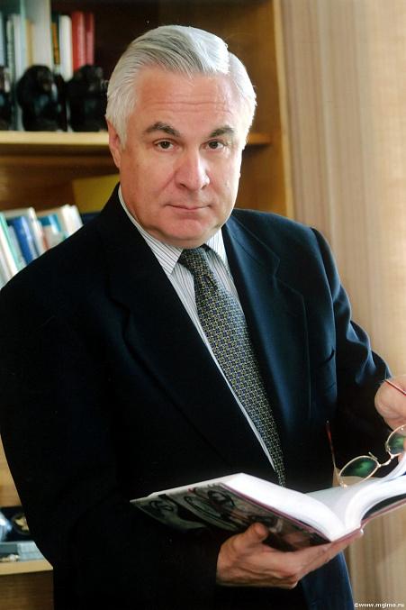 20 февраля состоялось возложение цветов к бюсту первого проректора ивана георгиевича тюлина в библиотеке мгимо